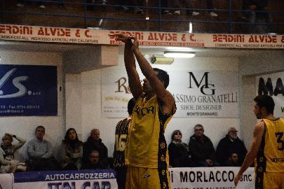 https://www.basketmarche.it/immagini_articoli/18-11-2017/serie-c-silver-terza-vittoria-consecutiva-per-la-sutor-montegranaro-contro-recanati-270.jpg