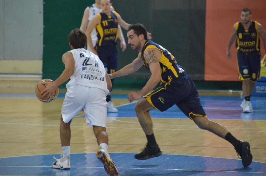 https://www.basketmarche.it/immagini_articoli/18-11-2018/altra-trasferta-indigesta-sutor-montegranaro-lanciano-vince-scontro-diretto-600.jpg