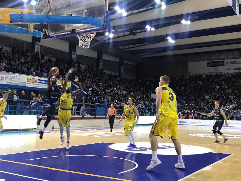 https://www.basketmarche.it/immagini_articoli/18-11-2018/fortitudo-bologna-sconti-espugna-palasavelli-resta-imbattuta-600.jpg