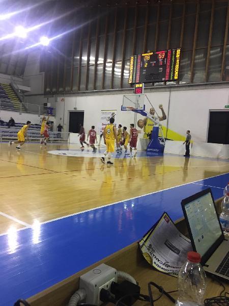 https://www.basketmarche.it/immagini_articoli/18-11-2018/pallacanestro-recanati-batte-orvieto-basket-sono-cinque-vittorie-consecutive-600.jpg