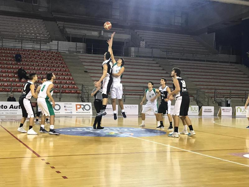 https://www.basketmarche.it/immagini_articoli/18-11-2018/sesta-giornata-gare-sabato-successi-senigallia-castelfidardo-stamura-600.jpg
