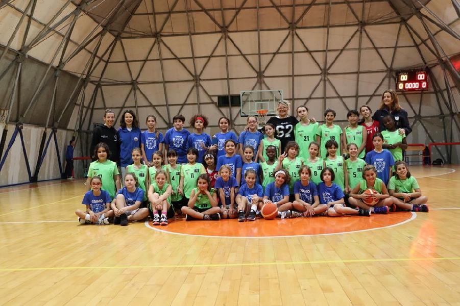 https://www.basketmarche.it/immagini_articoli/18-11-2019/centro-minibasket-robur-osimo-lavoro-anche-basket-femminile-600.jpg