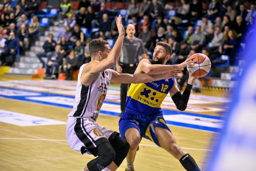 https://www.basketmarche.it/immagini_articoli/18-11-2019/poderosa-montegranaro-paga-tremendo-blackout-terzo-quarto-viene-sconfitta-udine-600.jpg