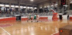 https://www.basketmarche.it/immagini_articoli/18-11-2019/stamura-ancona-ferma-campo-basket-gualdo-120.jpg