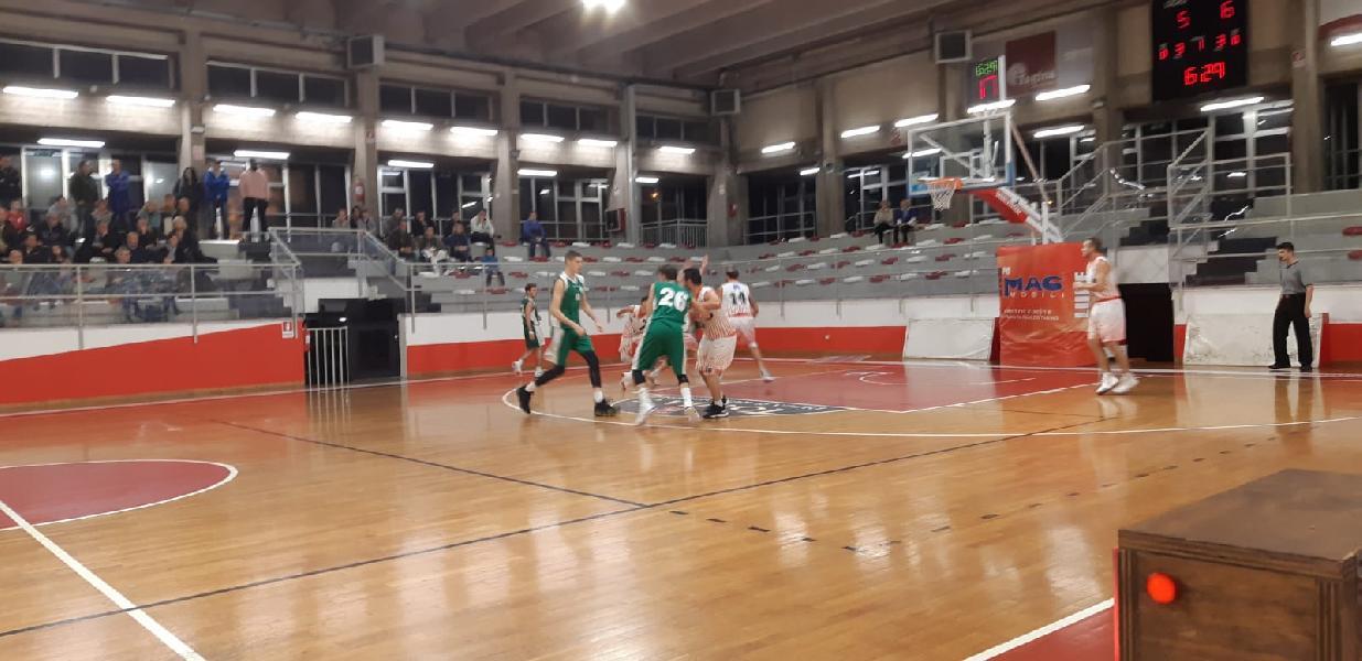 https://www.basketmarche.it/immagini_articoli/18-11-2019/stamura-ancona-ferma-campo-basket-gualdo-600.jpg