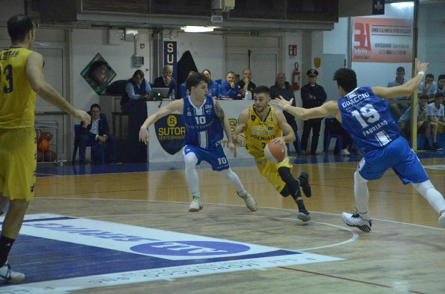 https://www.basketmarche.it/immagini_articoli/18-11-2019/sutor-montegranaro-cede-finale-derby-prende-janus-fabriano-600.jpg