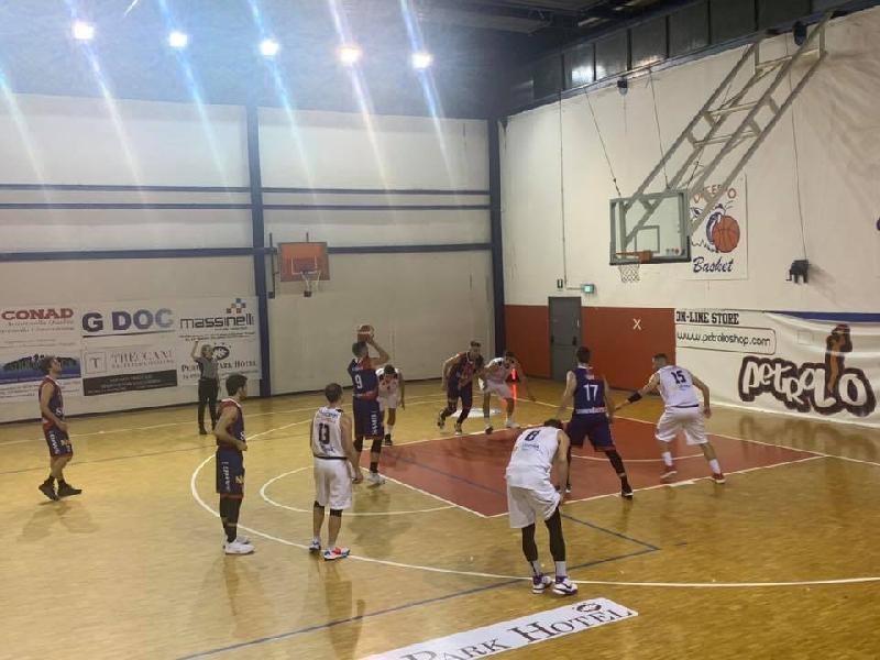 https://www.basketmarche.it/immagini_articoli/18-11-2019/valdiceppo-basket-cede-casa-sambenedettese-basket-600.jpg