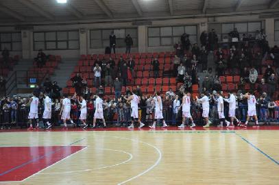 https://www.basketmarche.it/immagini_articoli/18-12-2017/serie-b-nazionale-la-pallacanestro-senigallia-ha-la-meglio-su-un-ostico-valdiceppo-270.jpg