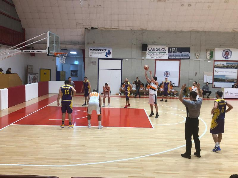 https://www.basketmarche.it/immagini_articoli/19-01-2019/independiente-macerata-batte-storm-ubique-ascoli-rimane-solo-testa-classifica-600.jpg