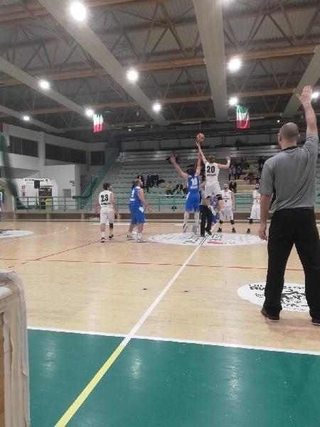 https://www.basketmarche.it/immagini_articoli/19-01-2019/regionale-girone-basket-giovane-camb-acqualagna-corrono-durante-allovertime-600.jpg