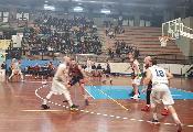 https://www.basketmarche.it/immagini_articoli/19-01-2020/corsa-capolista-lucky-wind-foligno-ferma-fronte-unibasket-lanciano-super-cukinas-120.jpg
