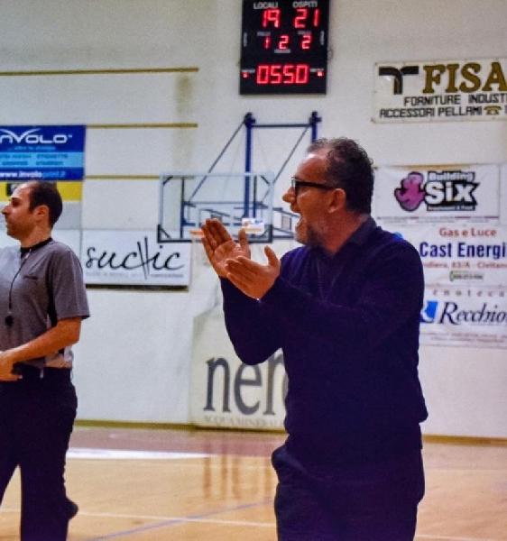 https://www.basketmarche.it/immagini_articoli/19-02-2020/ufficiale-virtus-civitanova-esonera-coach-massimiliano-domizioli-600.jpg