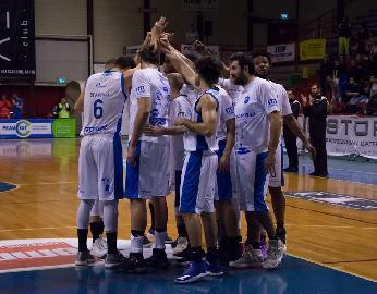 https://www.basketmarche.it/immagini_articoli/19-03-2018/serie-b-nazionale-netta-vittoria-per-la-capolista-san-severo-a-fabriano-270.jpg