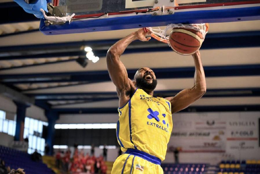 https://www.basketmarche.it/immagini_articoli/19-03-2019/poderosa-montegranaro-alessandro-bolognesi-chiarisce-caso-simmons-600.jpg