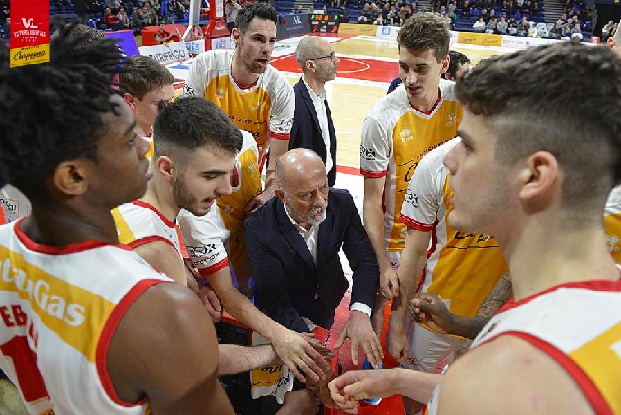 https://www.basketmarche.it/immagini_articoli/19-03-2020/pesaro-coach-sacco-questa-stagione-compromessa-sospendiamo-tutto-senso-riprendere-600.png
