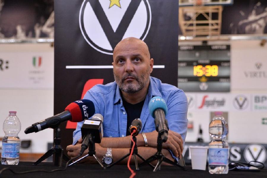 https://www.basketmarche.it/immagini_articoli/19-03-2021/virtus-bologna-panchina-bianconero-coach-djordjevic-pesaro-600.jpg