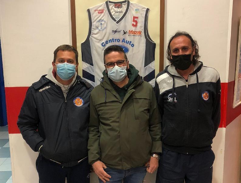 https://www.basketmarche.it/immagini_articoli/19-03-2021/virtus-molfetta-esonera-coach-valerio-corvino-guida-tecnica-affidata-luca-bellis-luigi-delli-carri-600.jpg