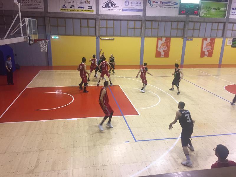 https://www.basketmarche.it/immagini_articoli/19-04-2019/playoff-basket-durante-urbania-schianta-pallacanestro-pedaso-vola-semifinale-600.jpg