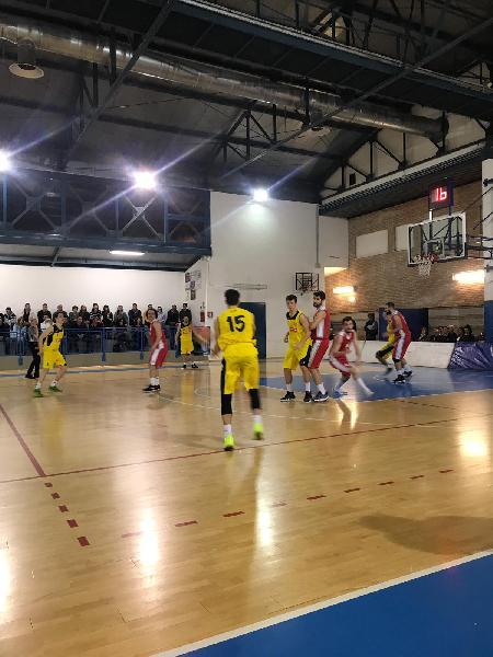https://www.basketmarche.it/immagini_articoli/19-04-2019/playoff-castelfidardo-supera-volata-basket-maceratese-conquista-bella-600.jpg