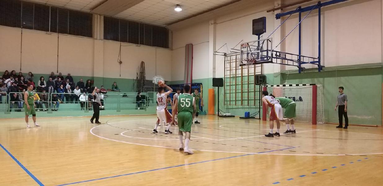 https://www.basketmarche.it/immagini_articoli/19-04-2019/playoff-fochi-pollenza-passano-campo-auximum-osimo-pareggiano-serie-600.jpg