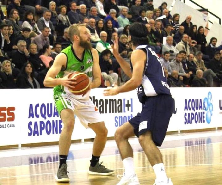 https://www.basketmarche.it/immagini_articoli/19-04-2019/playoff-magic-basket-chieti-rialza-conquista-gara-600.jpg