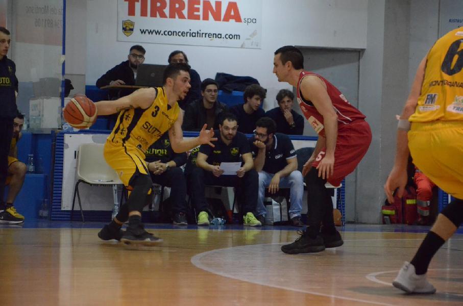 https://www.basketmarche.it/immagini_articoli/19-04-2019/playoff-temperini-show-sutor-montegranaro-supera-matelica-prende-semifinale-600.jpg