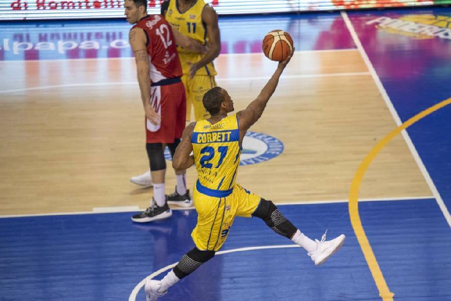 https://www.basketmarche.it/immagini_articoli/19-04-2019/poderosa-montegranaro-cagliari-ultimo-sforzo-posto-600.jpg
