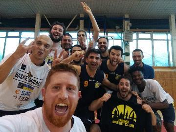 https://www.basketmarche.it/immagini_articoli/19-05-2018/promozione-coppa-marche-gara-3-i-cerontiducali-urbino-espugnano-cagli-e-vincono-la-coppa-270.jpg