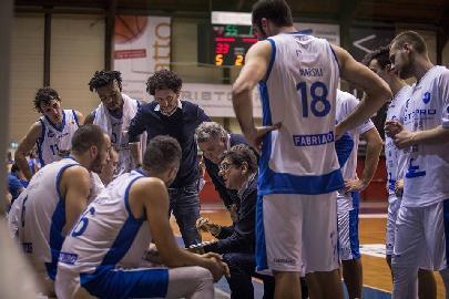 https://www.basketmarche.it/immagini_articoli/19-05-2018/serie-b-nazionale-janus-fabriano-alessandro-fantozzi-sarà-l-allenatore-anche-nella-prossima-stagione-270.jpg