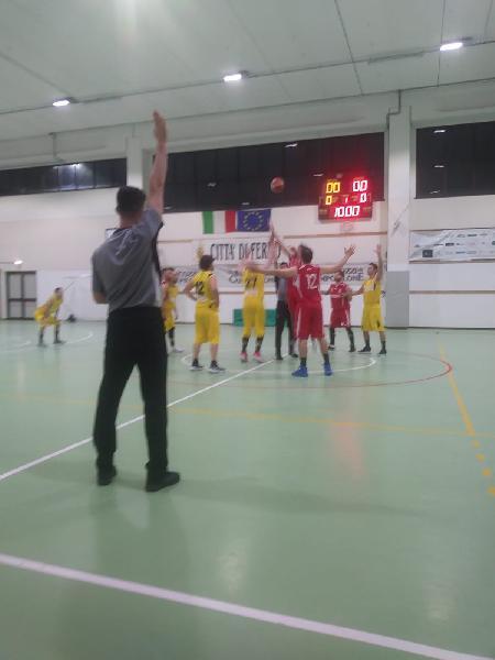 https://www.basketmarche.it/immagini_articoli/19-05-2019/regionale-playout-buona-prima-victoria-fermo-sacrata-porto-potenza-600.jpg