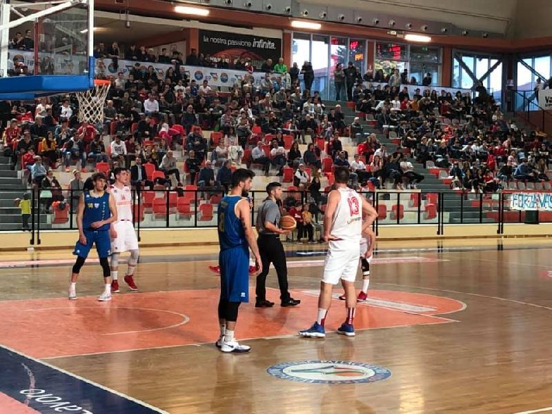 https://www.basketmarche.it/immagini_articoli/19-05-2019/serie-silver-finals-olimpia-mosciano-firma-colpaccio-campo-vasto-basket-600.jpg