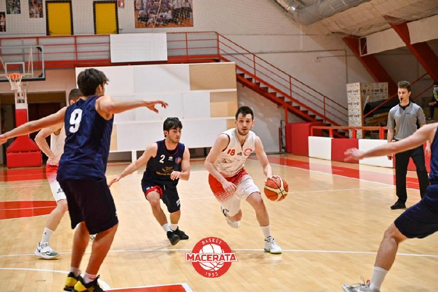 https://www.basketmarche.it/immagini_articoli/19-05-2021/anticipo-basket-macerata-supera-sporting-pselpidio-resta-imbattuto-600.jpg