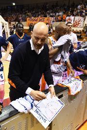 https://www.basketmarche.it/immagini_articoli/19-06-2018/serie-a2-punto-sul-mercato-dell-aurora-jesi-insieme-a-coach-damiano-cagnazzo-270.jpg