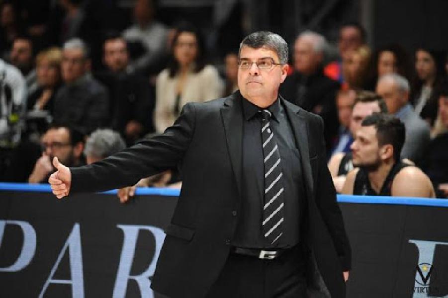 https://www.basketmarche.it/immagini_articoli/19-06-2020/superbasket-alessandro-ramagli-balza-pole-panchina-pesaro-600.jpg