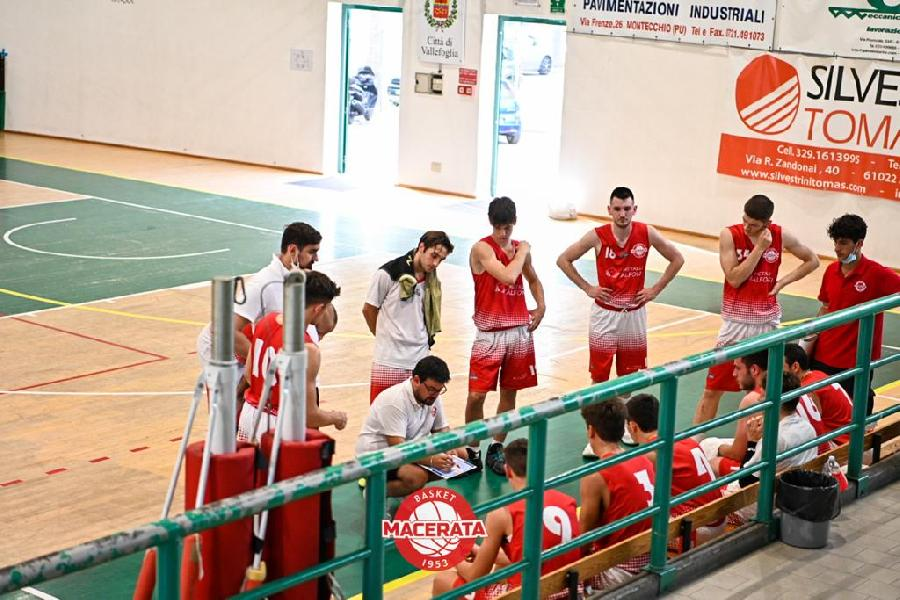 https://www.basketmarche.it/immagini_articoli/19-06-2021/montecchio-sport-supera-volata-basket-macerata-600.jpg