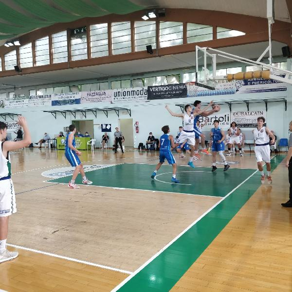 https://www.basketmarche.it/immagini_articoli/19-06-2021/playoff-bartoli-mechanics-domina-sfida-roseto-sharks-vola-finale-600.jpg