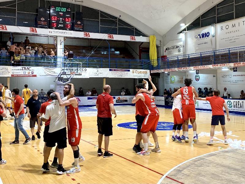 https://www.basketmarche.it/immagini_articoli/19-06-2021/teramo-spicchi-salva-coach-salvemini-godiamoci-questa-gioia-termine-stagione-interminabile-600.jpg