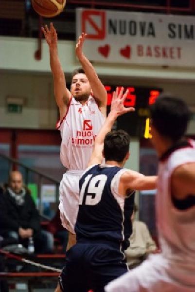 https://www.basketmarche.it/immagini_articoli/19-07-2019/colpaccio-basket-tolentino-ufficiale-ritorno-playmaker-elia-rossi-600.jpg