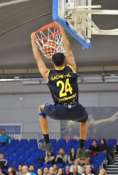 https://www.basketmarche.it/immagini_articoli/19-08-2020/arriva-inghilterra-fromboliere-olimpia-mosciano-ufficiale-acquisto-zachariah-gachette-600.jpg