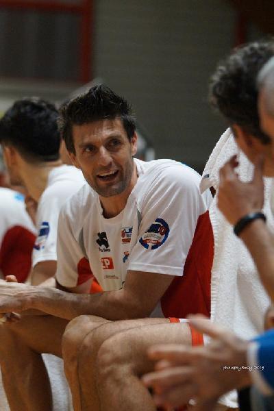 https://www.basketmarche.it/immagini_articoli/19-08-2020/ufficiale-gigi-dordei-entra-staff-tecnico-flying-balls-ozzano-600.jpg