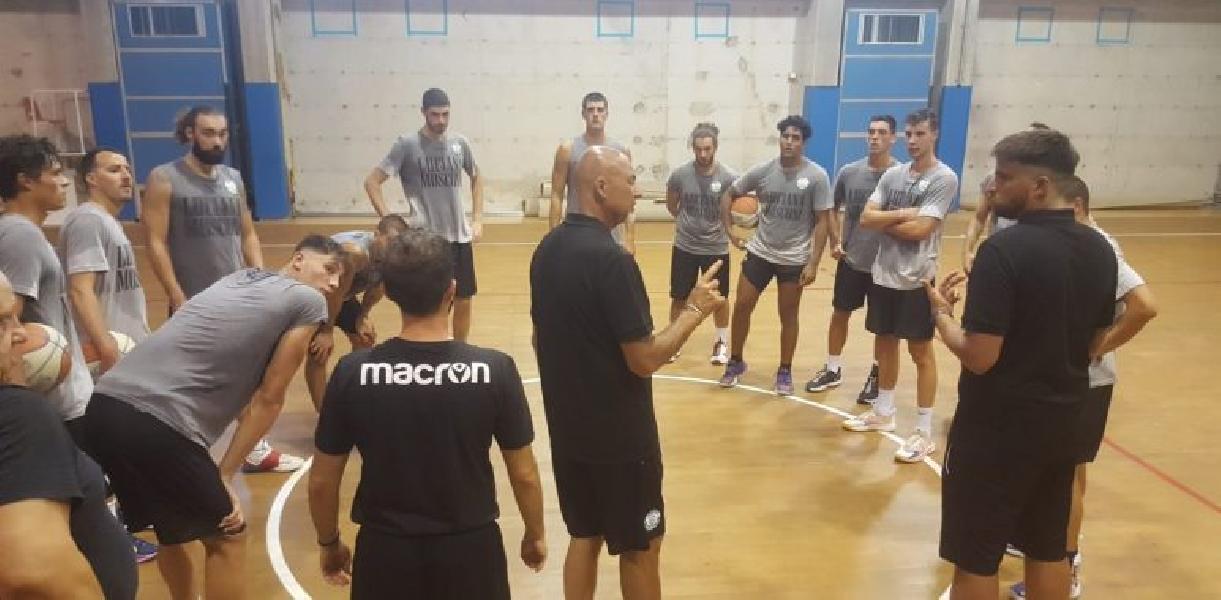 https://www.basketmarche.it/immagini_articoli/19-08-2021/campetto-ancona-lavoro-coach-coen-lamentarsi-cosa-distrugge-giocatore-lintera-squadra-600.jpg
