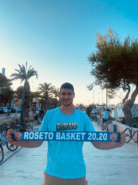 https://www.basketmarche.it/immagini_articoli/19-08-2021/roseto-basket-2020-ufficiale-conferma-pivot-angelo-adonide-600.jpg