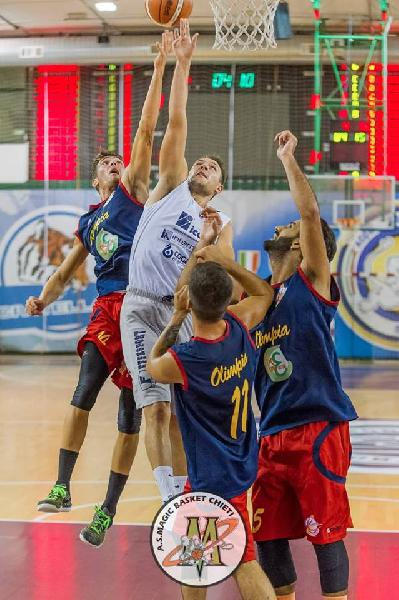 https://www.basketmarche.it/immagini_articoli/19-09-2018/serie-gold-positivo-test-amichevole-magic-basket-chieti-campo-giulianova-basket-600.jpg