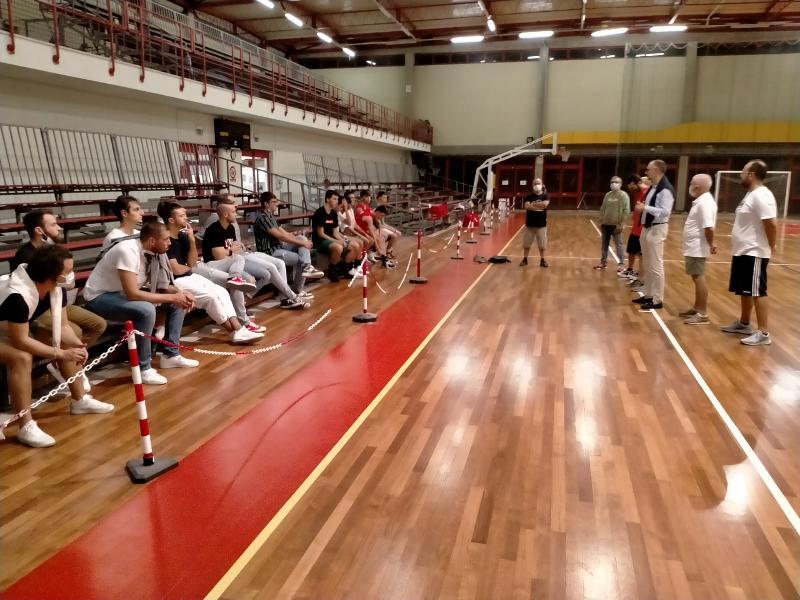 https://www.basketmarche.it/immagini_articoli/19-09-2020/preparazione-basket-tolentino-leonardo-tomassini-ultimo-colpo-mercato-600.jpg