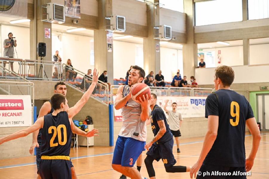 https://www.basketmarche.it/immagini_articoli/19-09-2021/attila-junior-porto-recanati-spunta-finale-sutor-montegranaro-600.jpg