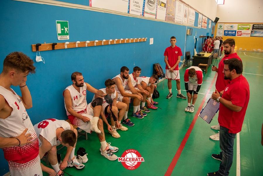 https://www.basketmarche.it/immagini_articoli/19-09-2021/buone-indicazioni-basket-macerata-test-amichevole-disputato-campo-basket-fermo-600.jpg