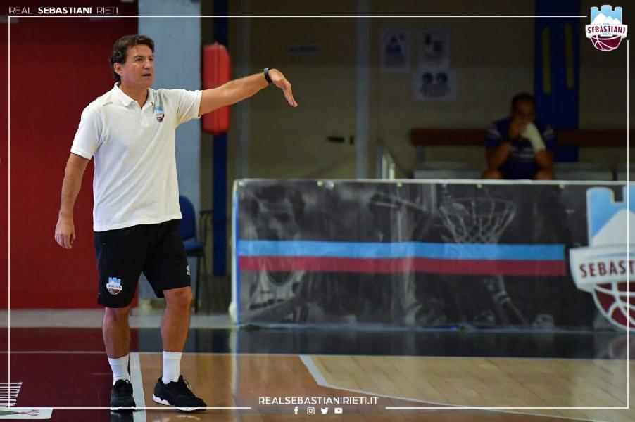 https://www.basketmarche.it/immagini_articoli/19-09-2021/real-sebastiani-coach-finelli-roster-importante-grandi-contenuti-agonistici-600.jpg
