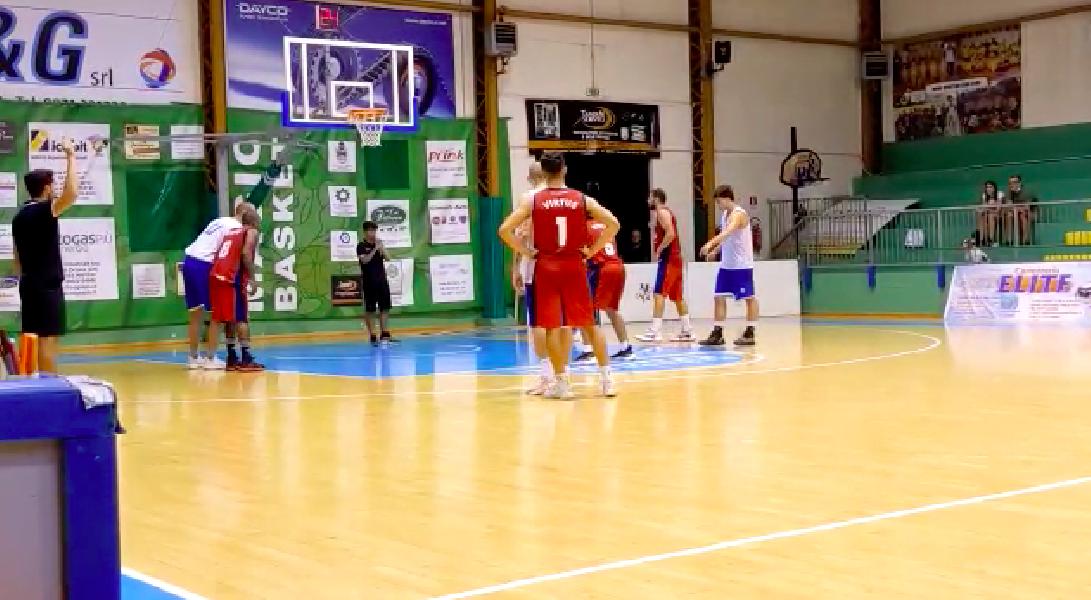https://www.basketmarche.it/immagini_articoli/19-09-2021/torneo-preseason-tripla-marinaro-sirena-vittoria-termoli-chem-psgiorgio-600.png