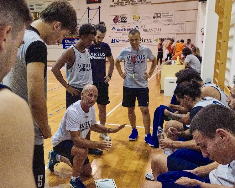 https://www.basketmarche.it/immagini_articoli/19-09-2021/virtus-civitanova-sfida-tasp-teramo-coach-schiavi-aspetto-progressi-600.jpg