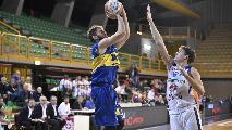 https://www.basketmarche.it/immagini_articoli/19-10-2019/ancora-finale-fatale-poderosa-montegranaro-beffata-orzinuovi-120.jpg